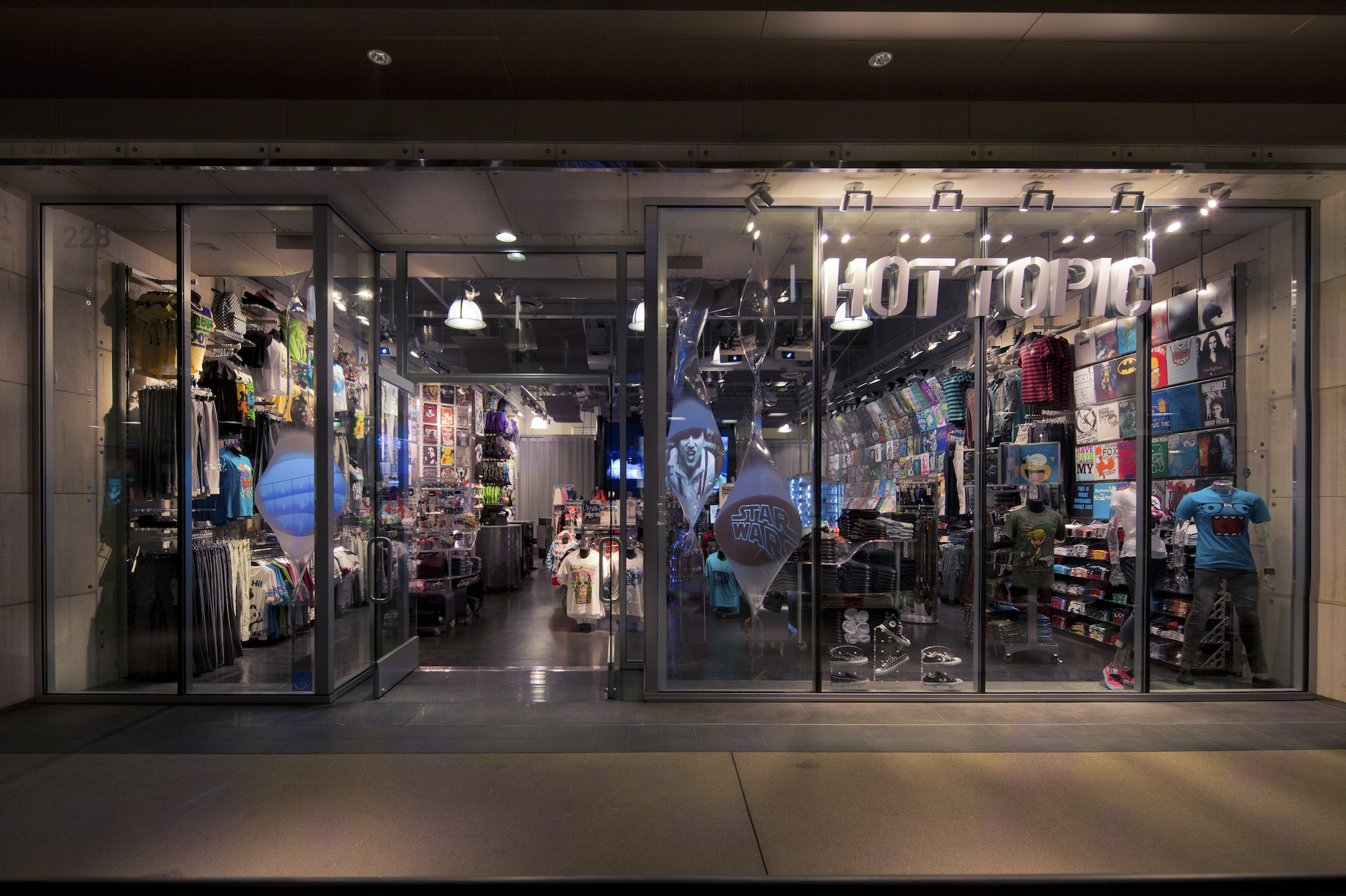 Hot Topic; Santa Monica Place